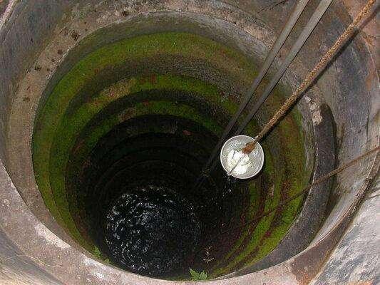 вода в колодце зеленая